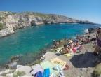 Porto Limnionas, Zakynthos - na skałach zatoki jest dużo miejsca do opalania