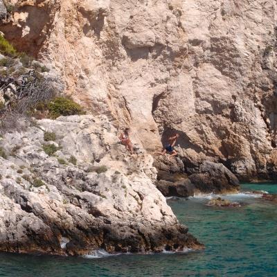 Porto Limnionas, Zakynthos - skoki do wody z klifu