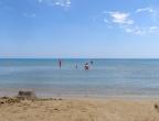 plaża Laganas - piasek jak nad Bałtykiem - miękki, żółty, czysty - bardzo płytka i ciepła woda