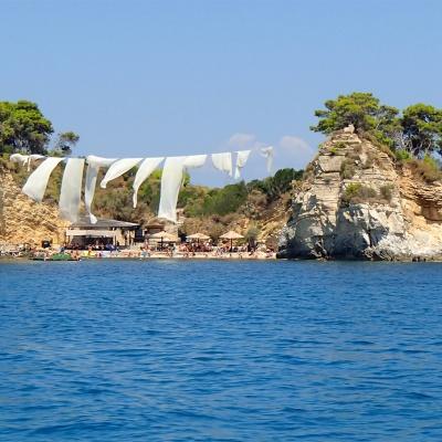 Cameo Islet - widok z łodzi na wyspę od strony morze