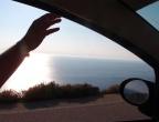 Porto Vromi - droga z miejscowości Anafonitria - za krawędzią asfaltu jest przepaść