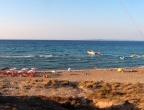 """Plaża """"Banana Beach"""" - duża piaszczysta plaża na Zakynthos ze sportami wodnymi"""